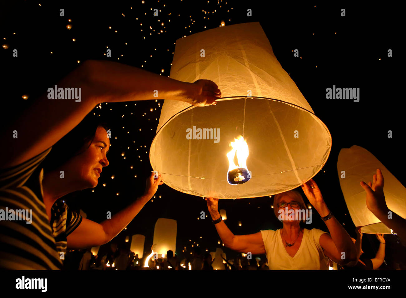 People releasing lanterns, Yeepeng Lanna International Lantern Festival, Lanna Dhutanka, Chiang Mai, Thailand Stock Photo