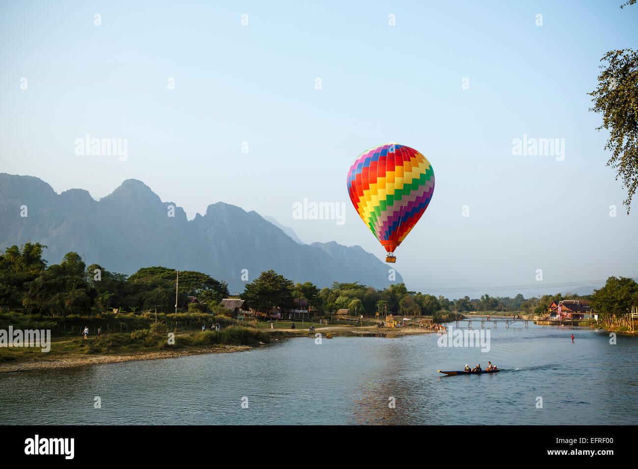 Hot air balloon over Nam Song river, Vang Vieng, Laos. - Stock Image