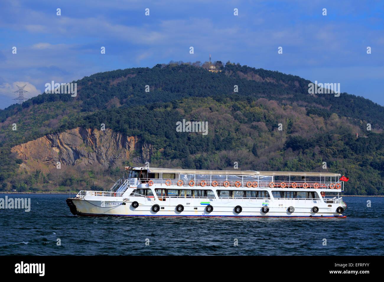 Tourist ship at Bosphorus, Istanbul, Turkey - Stock Image