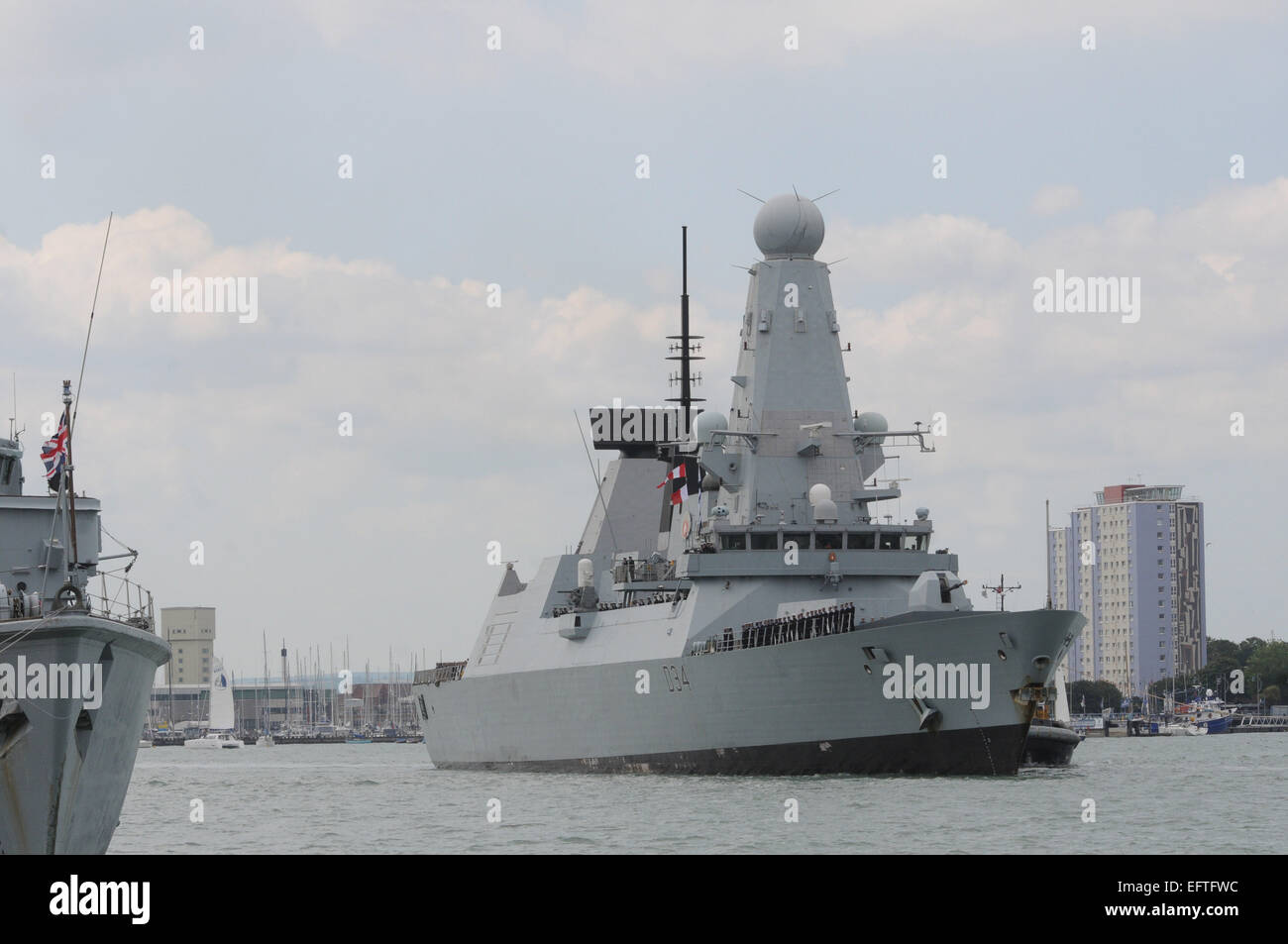 HMS DIAMOND RETURNS TO PORTSMOUTH AFTER HELPING TO BANISH CHEMICAL WEAPONS FROM SYRIA. PIC MIKE WALKER, MIKE WALKER - Stock Image