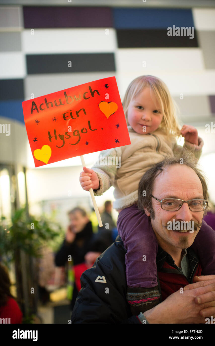 Aberystwyth, Wales, UK. 10th February, 2015.  Parents and children protesting at the offices of Ceredigion County - Stock Image