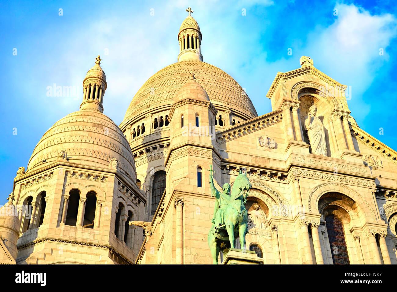 The Basilica of the Sacred Heart of Jesus (Basilique du Sacre-Coeur) on Montmartre hill, Paris - Stock Image
