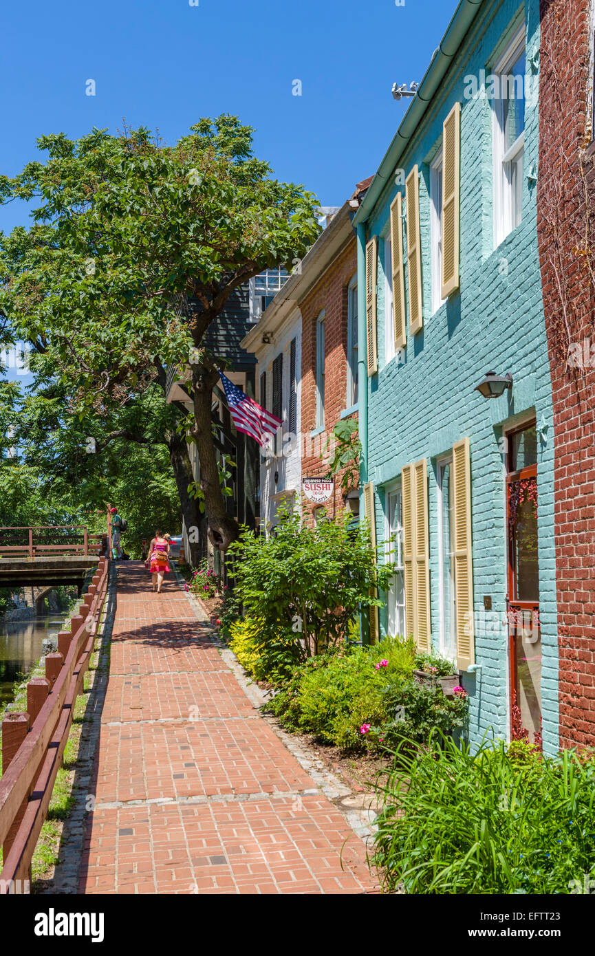 Houses alongside the Chesapeake and Ohio Canal in downtown Georgetown, Washington DC, USA - Stock Image