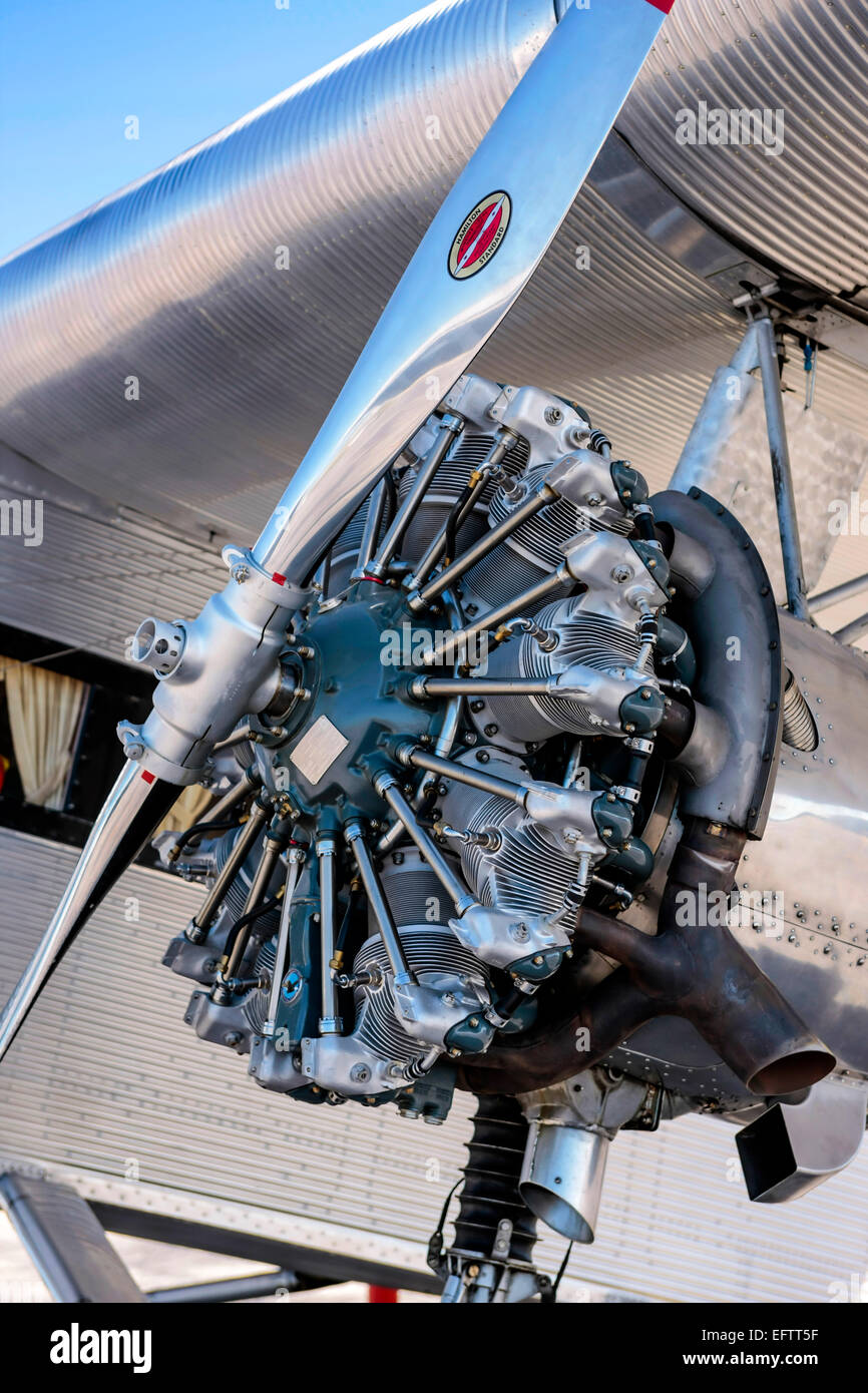 Piston Engine Stock Photos Images Alamy Aircraft Diagram The 300 Hp 220 Kw Wright J 6 9 Whirlwind Nine