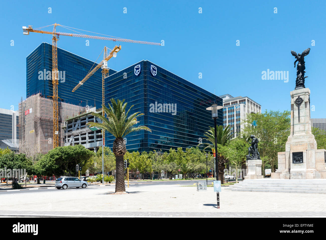 Coen Steytler Roundabout and Standard Chartered Bank building, Cape Town, South Africa - Stock Image
