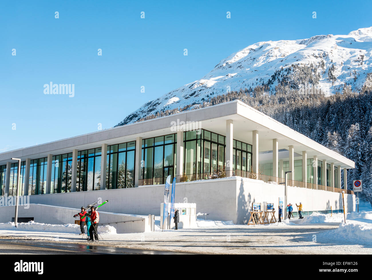 Ovavera Pool the new Spa and Sport Center, St.Moritz Bad, Switzerland. | Ovavera, neues Hallenbad und Sportzentrum - Stock Image