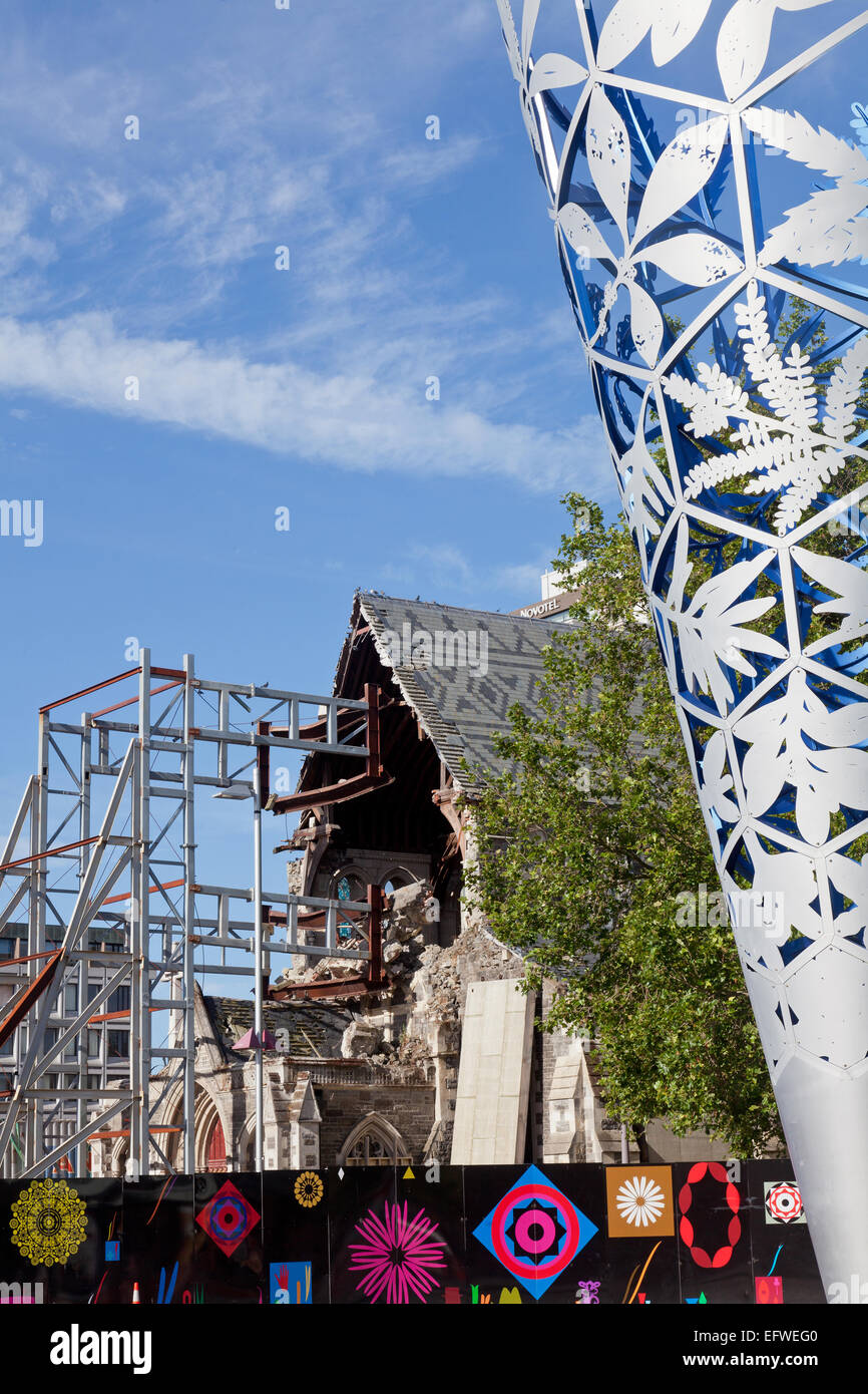 Christchurch cathedral ruins and 'Chalice' scuplture, Christchurch, New Zealand - Stock Image