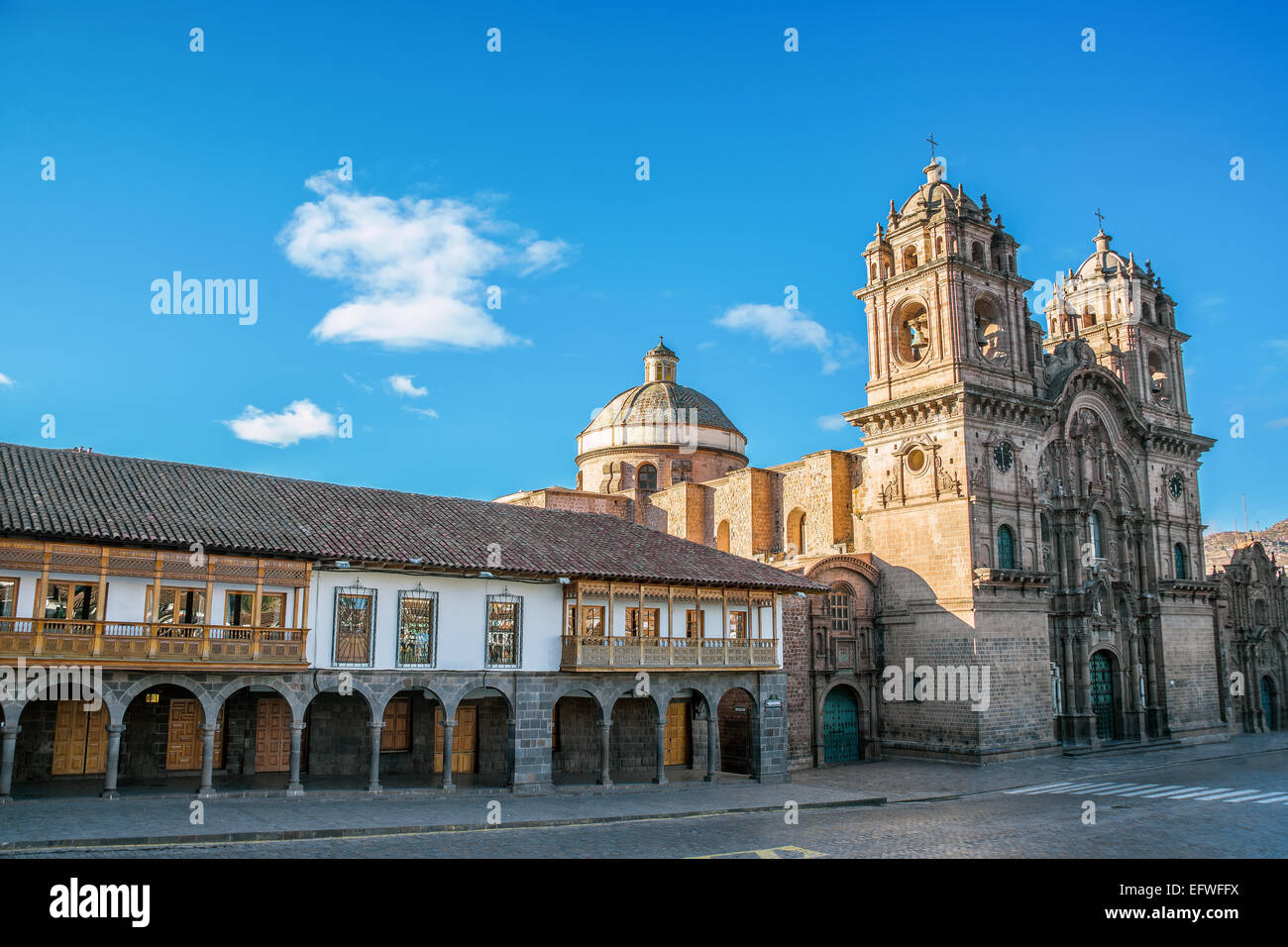 Colonial architecture and stunning church on the Plaza de Armas in Cuzco, Peru - Stock Image