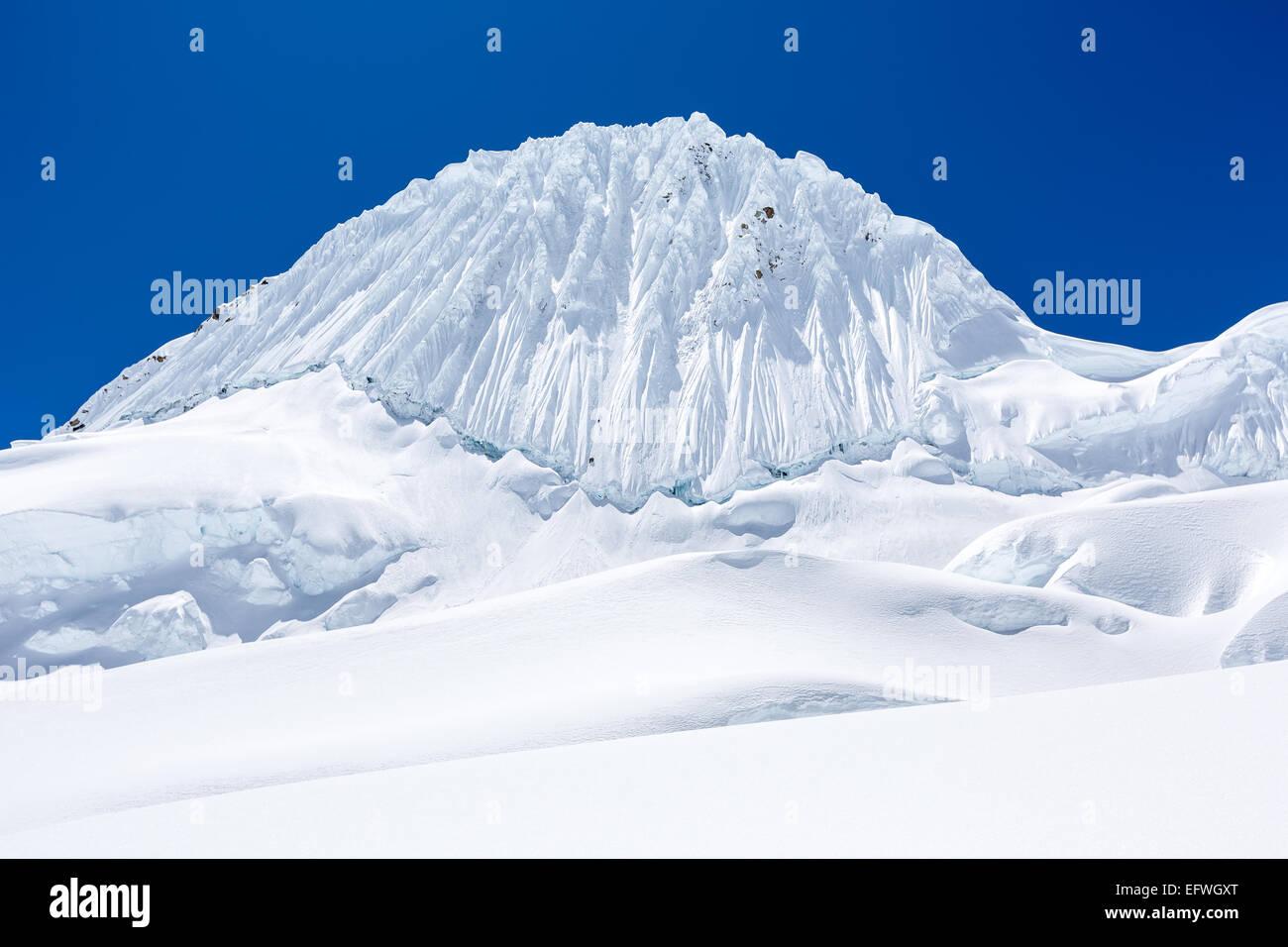 Four climbers descending from Alpamayo mountain, Santa Cruz valley, Cordillera Blanca, Andes, Peru, South America - Stock Image