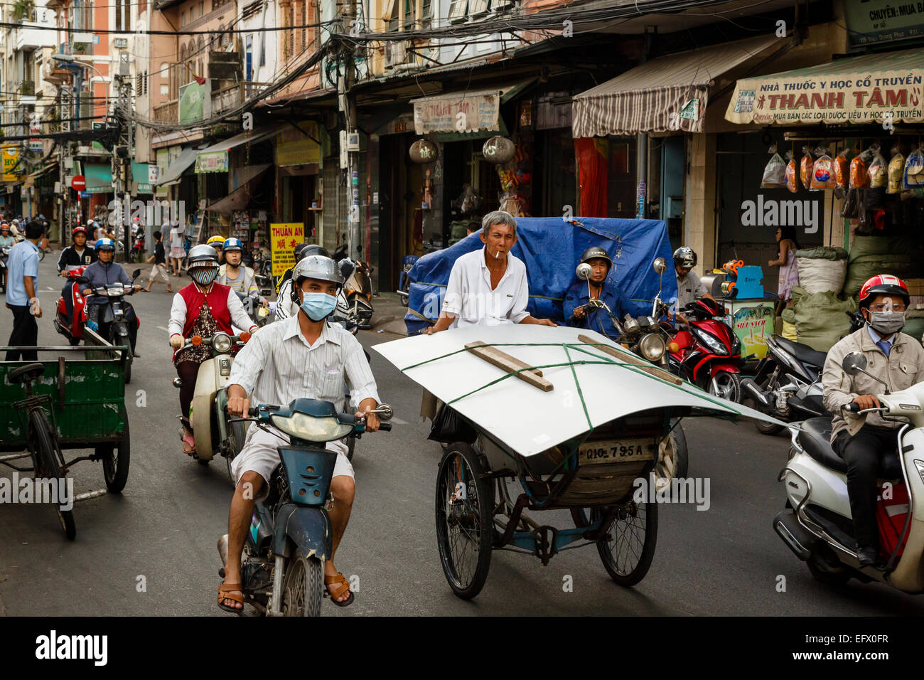 Busy traffic in Cholon (china town), Ho Chi Minh City (Saigon), Vietnam. - Stock Image