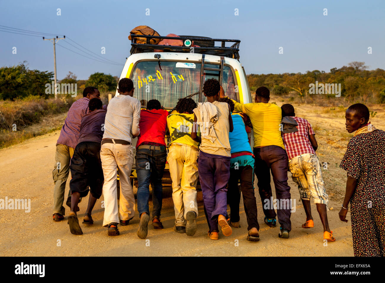 Passengers Push Start A Broken Down Mini Bus Near Turmi, Omo Valley, Ethiopia - Stock Image