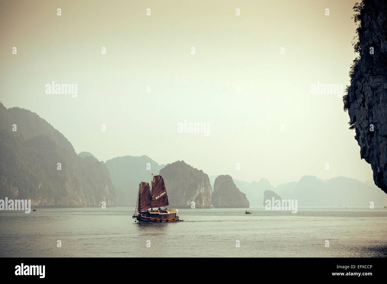 Junk boat sailing at Halong Bay, Vietnam - Stock Image
