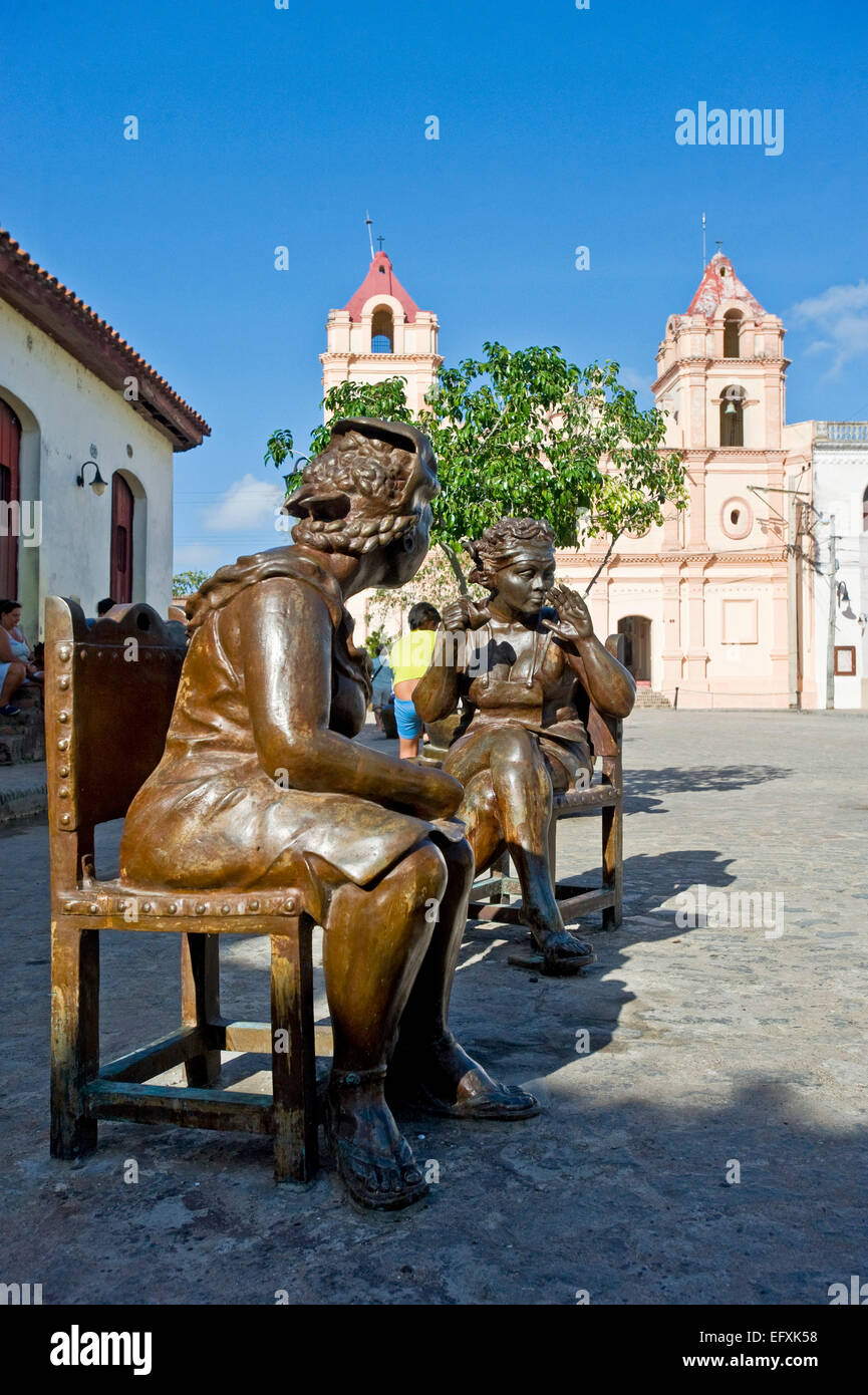 Vertical close up of lifelike comical bronze statues in Camaguey, Cuba. - Stock Image