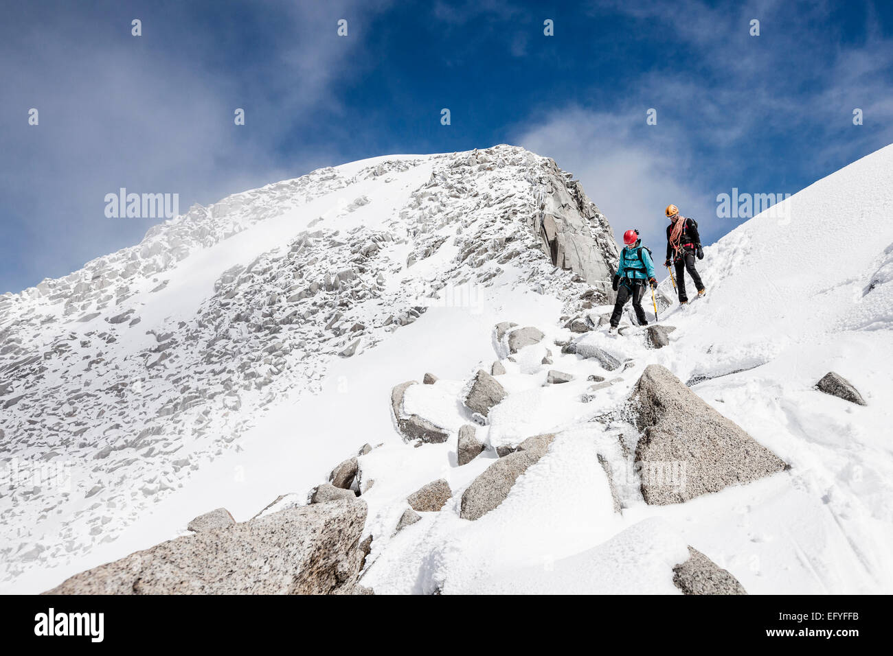 Mountaineers descending from Löffler, here at the summit flank, Zillertal Alps, Mayrhofen, Tyrol, Austria, - Stock Image
