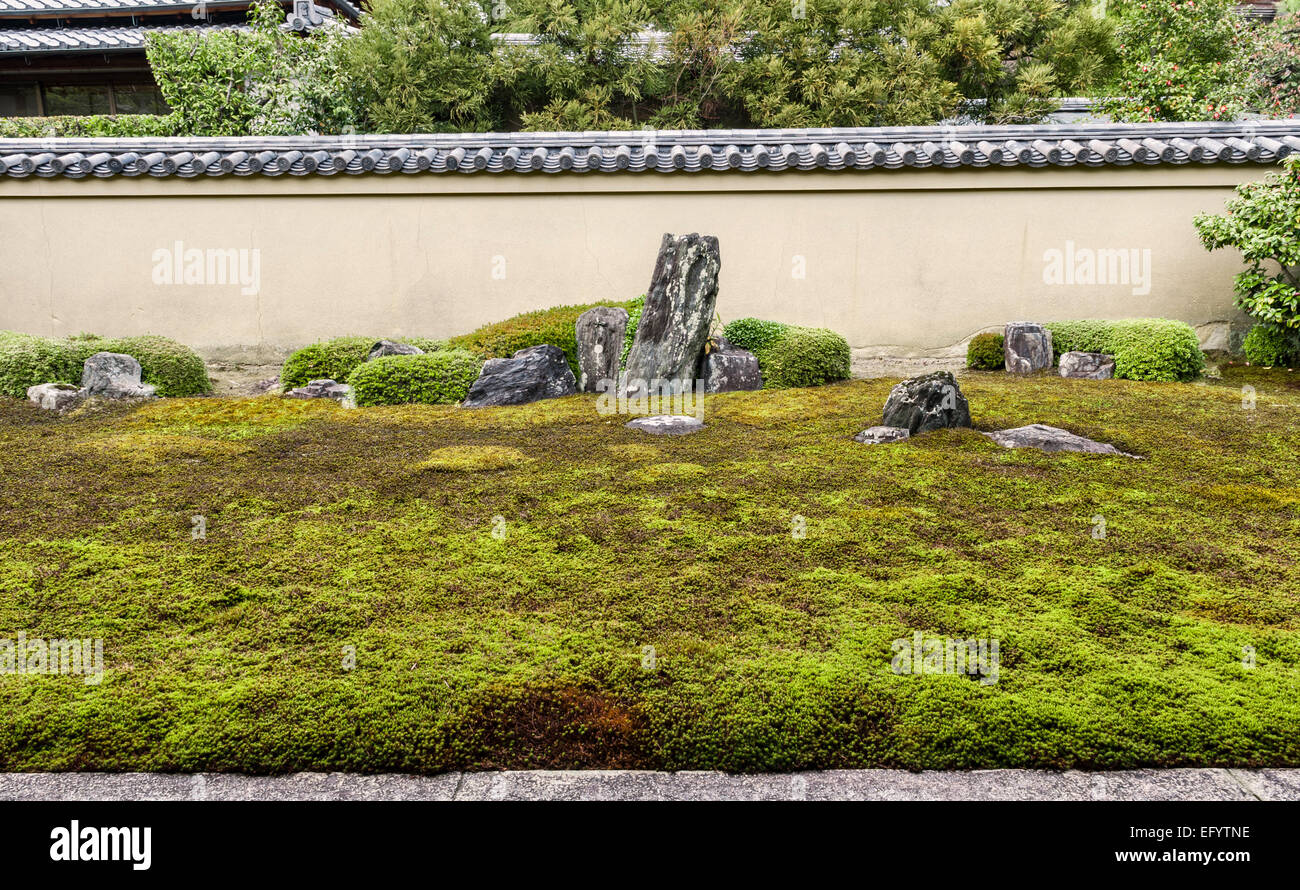 Ryogen-in Temple, Kyoto. The 15c Ryogin-tei (north garden). The tall stone is Shumisen-seki, the centre of the Buddhist - Stock Image