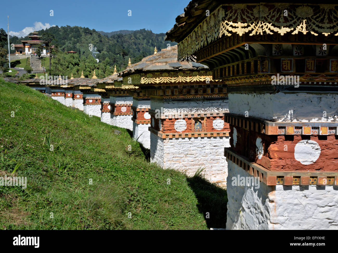 BU00098-00...BHUTAN - Some of the 108 chortens and the Druk Wangyal Lhakhang from Dochu La (pass). - Stock Image