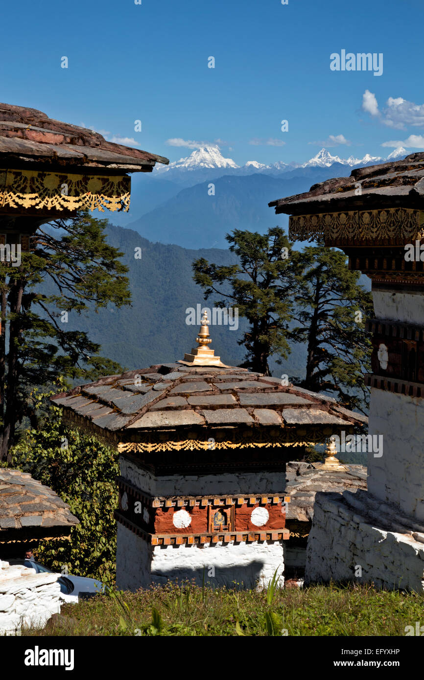 BU00101-00...BHUTAN - Some of the 108 chortens and view of the Bhutanese Himalaya from Dochu La (pass). - Stock Image