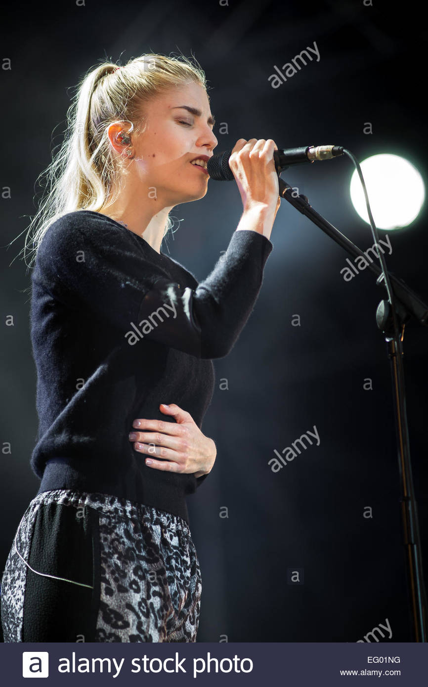 London Grammar performing live - Stock Image