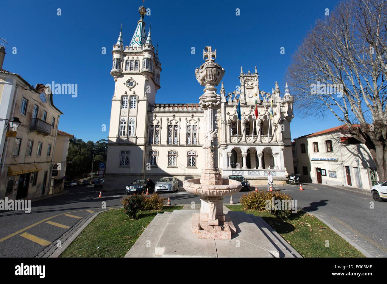 Gothic tower and heraldic column at the Town Hall (Camara Municipal), Sintra - Stock Image