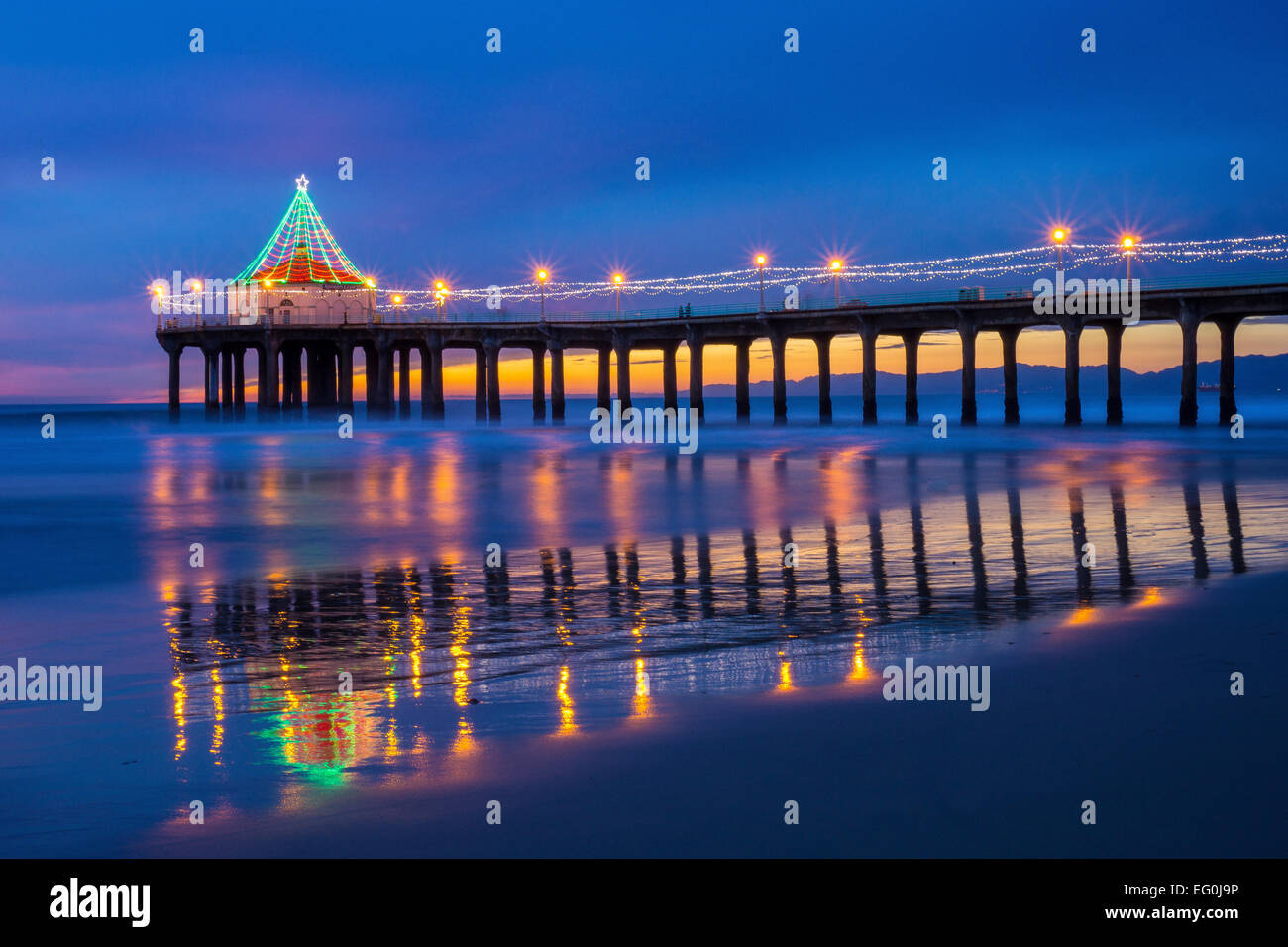 USA, California, Manhattan Beach, Illuminated pier at dusk during Christmas time - Stock Image