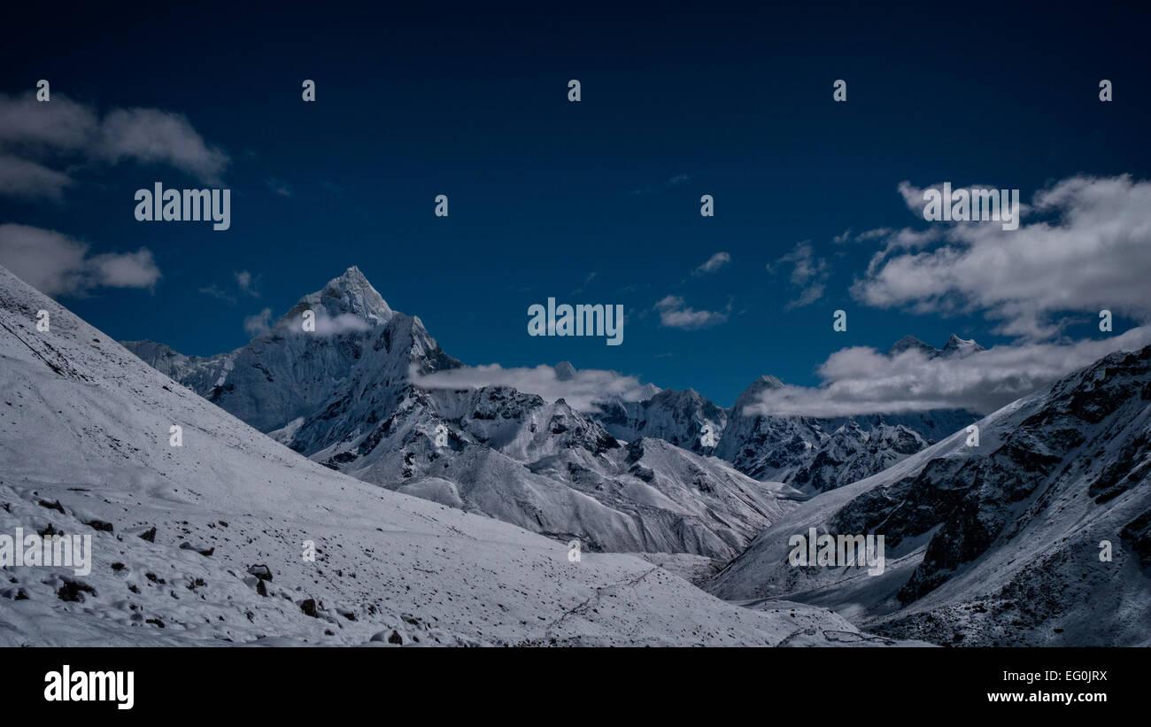 Nepal, Himalayas, Sagarmatha National Park, Ama Dablam, View of snowcapped mountains - Stock Image