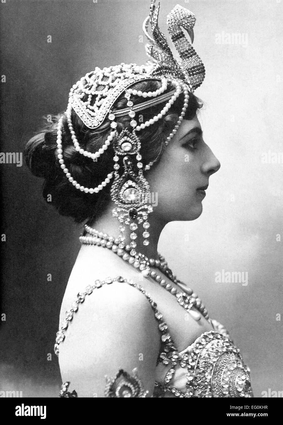 MATA HARI (1876-1917) about 1906. Dutch exotic dancer and courtesan executed as a German spy - Stock Image