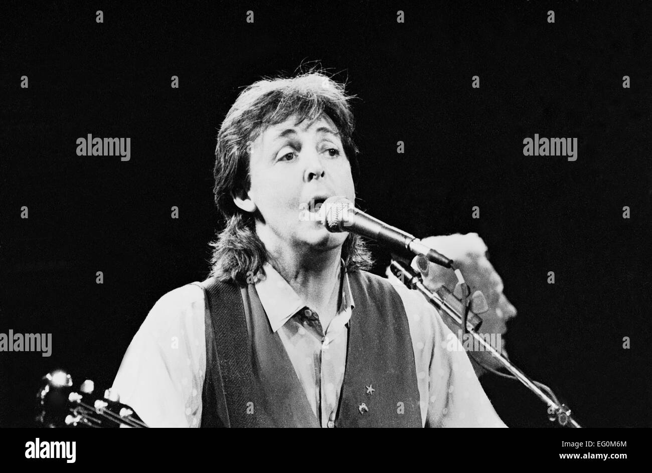 Musician Paul McCartney on stage in Italy during his 1989 World Tour - Stock Image