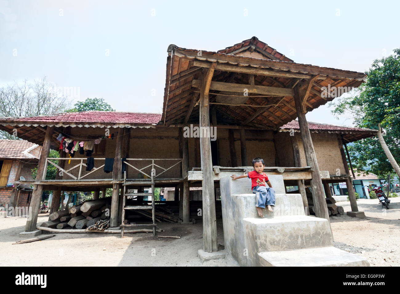 Kon Tum minority communities, Vietnam. Bahnar (Ba Na) ethnic group (traditional house). - Stock Image
