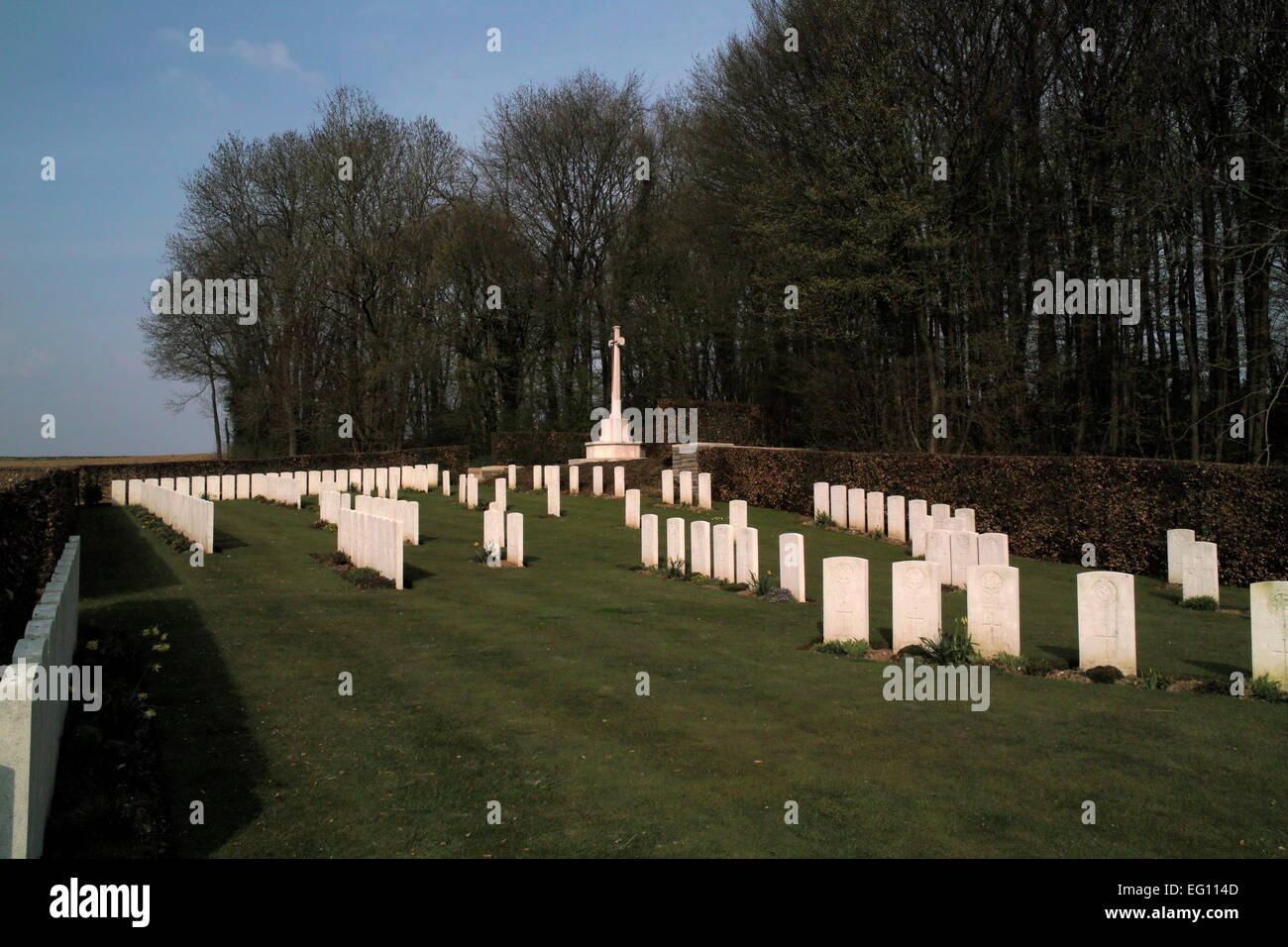 AJAXNETPHOTO. BAZENTIN LE PETIT, SOMME, FRANCE. - WAR GRAVES - BAZENTIN LE PETIT COMMUNAL CEMETERY AND EXTENSION, - Stock Image