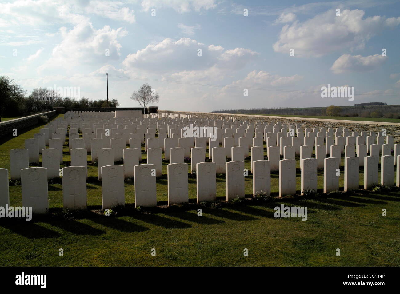 AJAXNETPHOTO. CERISY-GAILLY, SOMME, FRANCE. - WAR GRAVES - CERISY-GAILLY MILITARY CEMETERY, CONTAINS THE GRAVES - Stock Image