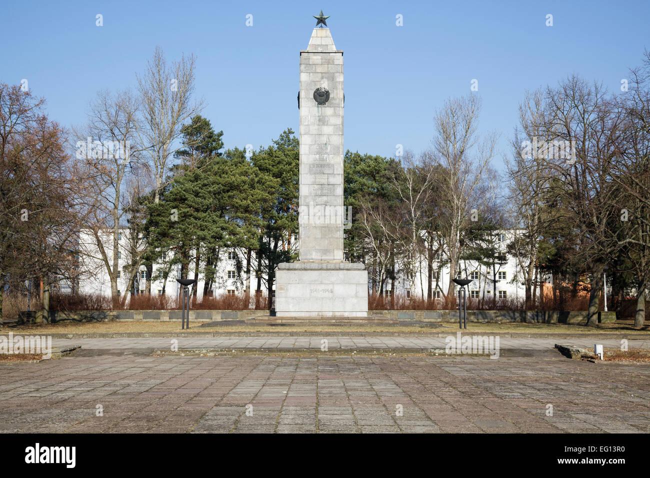 Platz des Gedenkens (formerly Platz der Deutsch Sowjetischen Freundschaft) with Soviet War Memorial, Eisenhuettenstadt - Stock Image