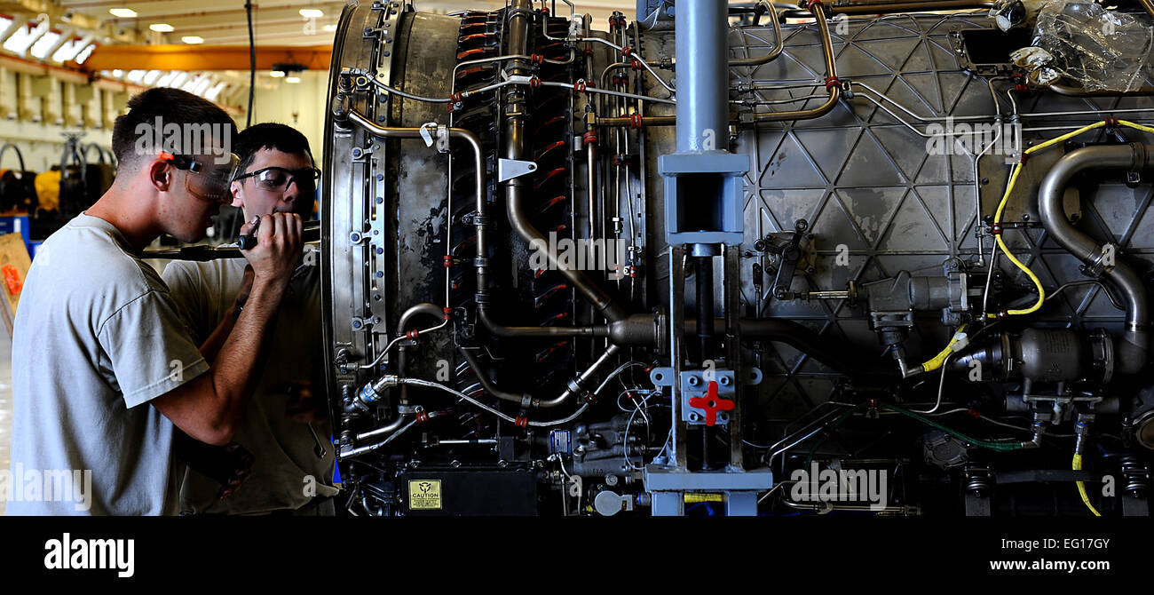 Airman 1st Class Matthew French and Airman Elias Quiroga, both members of the 18th Component Maintenance Squadron - Stock Image