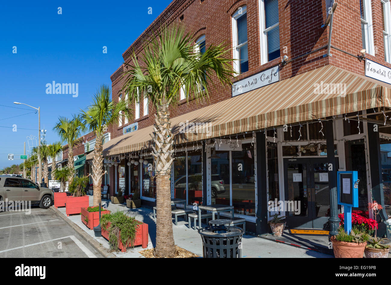 Cafe and shops on Market Street in historic downtown Apalachicola, Franklin County, Florida, USA - Stock Image