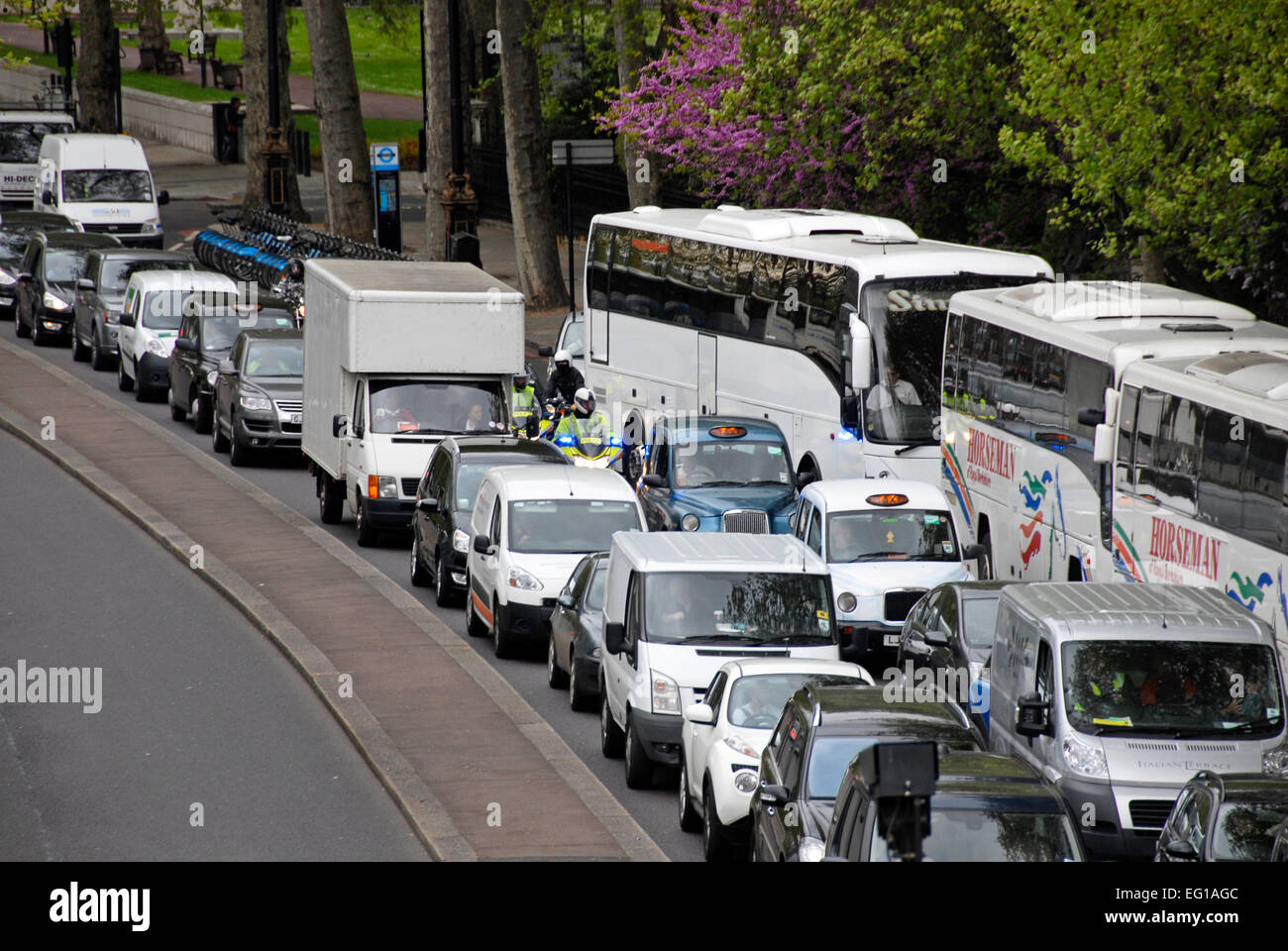 Traffic congestion on Thames Embankment, London, England Stock Photo