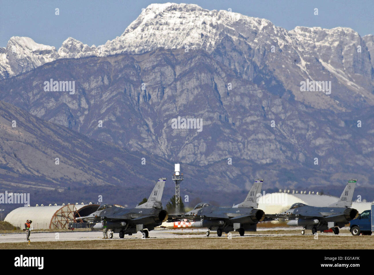 U.S. Air Force F-16 Fighting Falcon fighter aircraft return to Aviano Air Base, Italy, March 20, 2011, after supporting - Stock Image