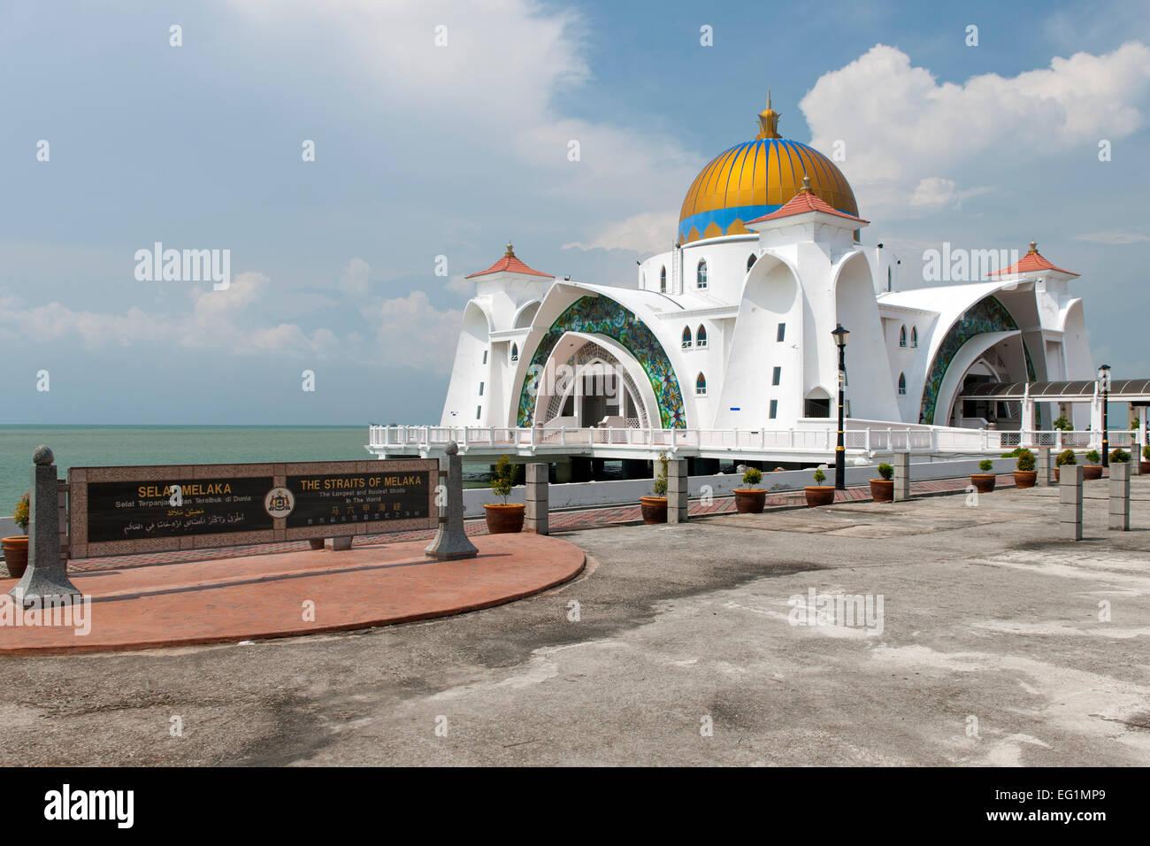 The Malacca Straits Mosque (aka Masjid Selat Melaka) in Malacca, Malaysia. - Stock Image