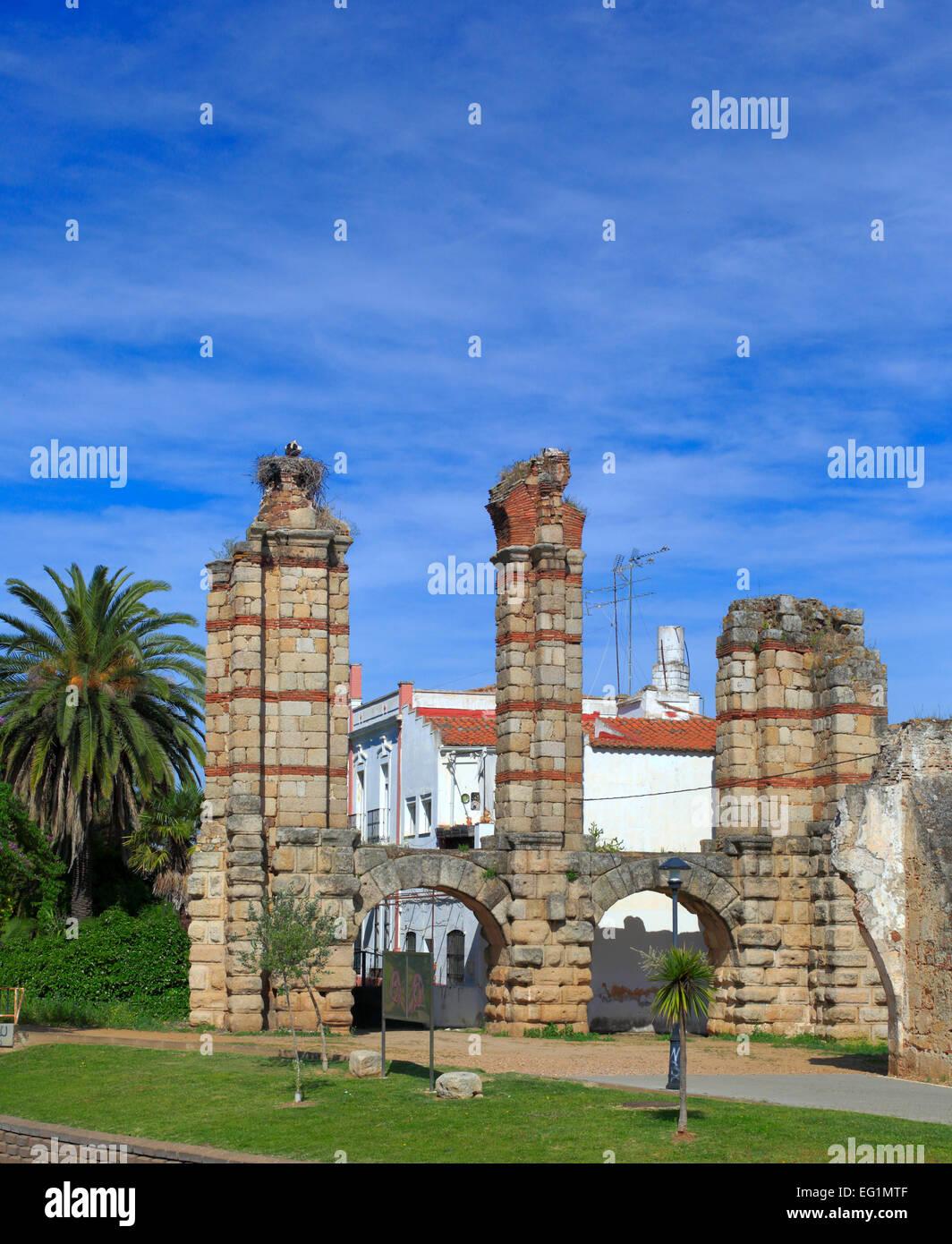 Roman Acueducto de los Milagros (Miraculous Aqueduct), Merida, Extremadura, Spain - Stock Image
