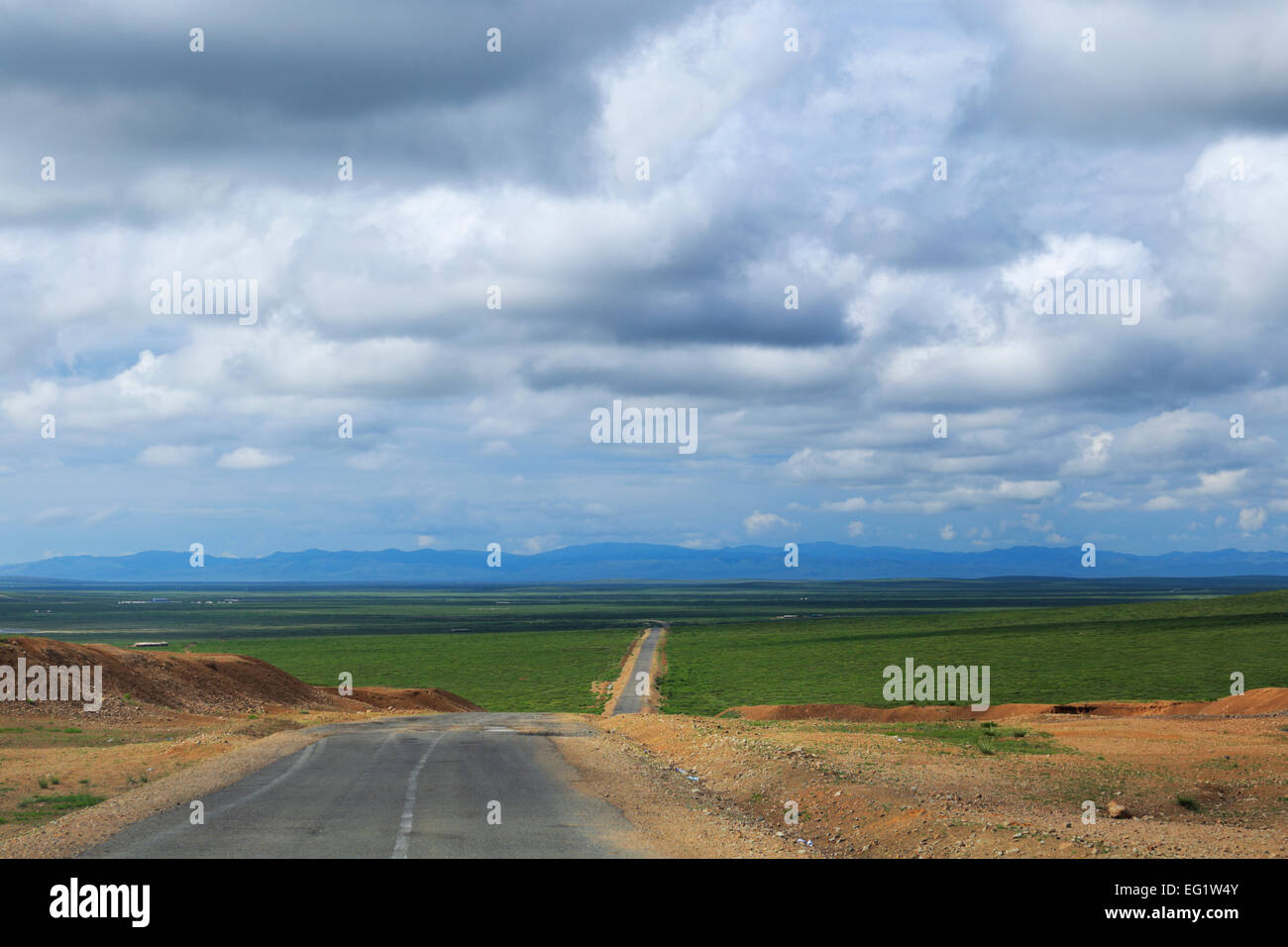 Road in steppe, Arkhangai province, Mongolia - Stock Image
