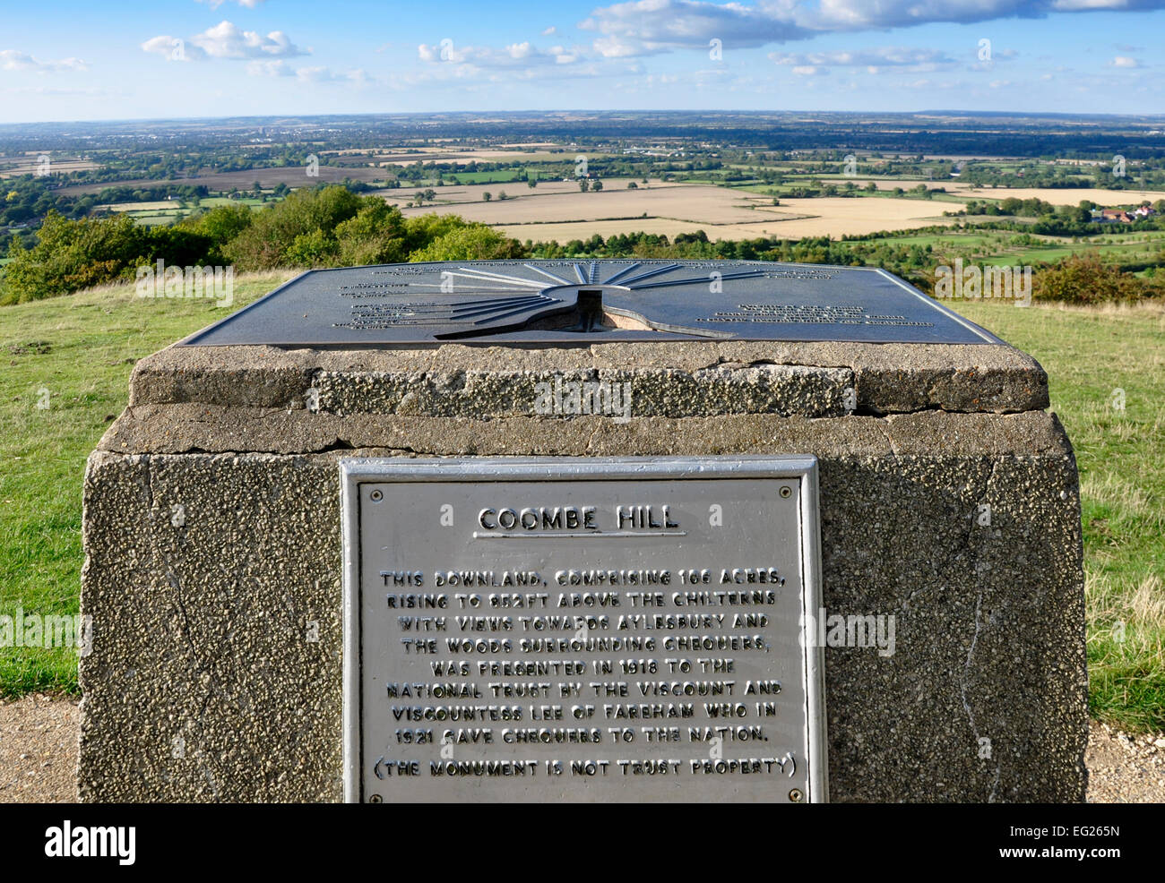Bucks - Chiltern Hills - Coombe Hill - Aylesbury Plain seen over + beyond  stone plinth mounted distance/direction - Stock Image