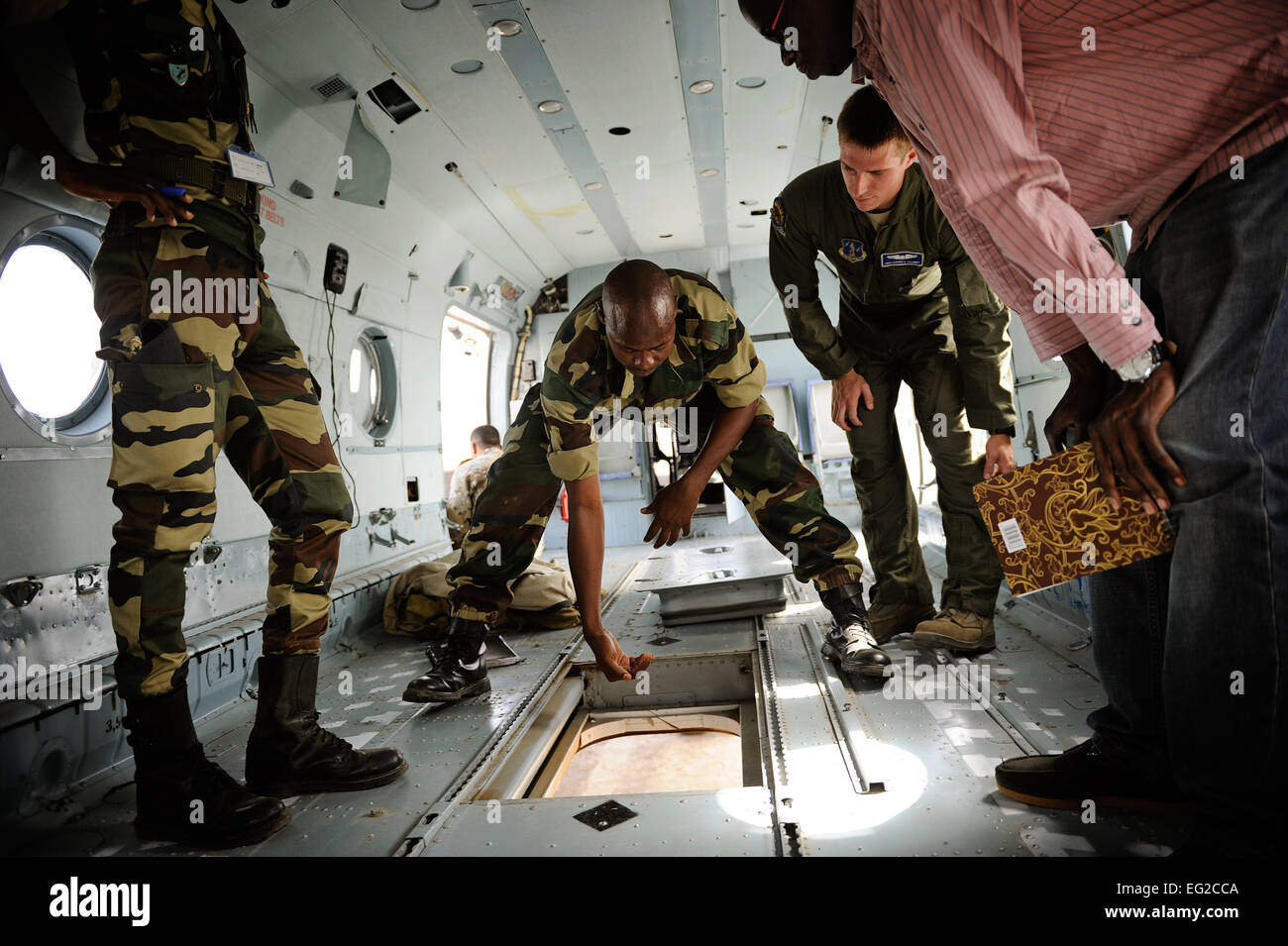 An airman from the Senegalese air force explains to Staff Sgt. Steven Calaway how they use the Mi-17 helicopter - Stock Image