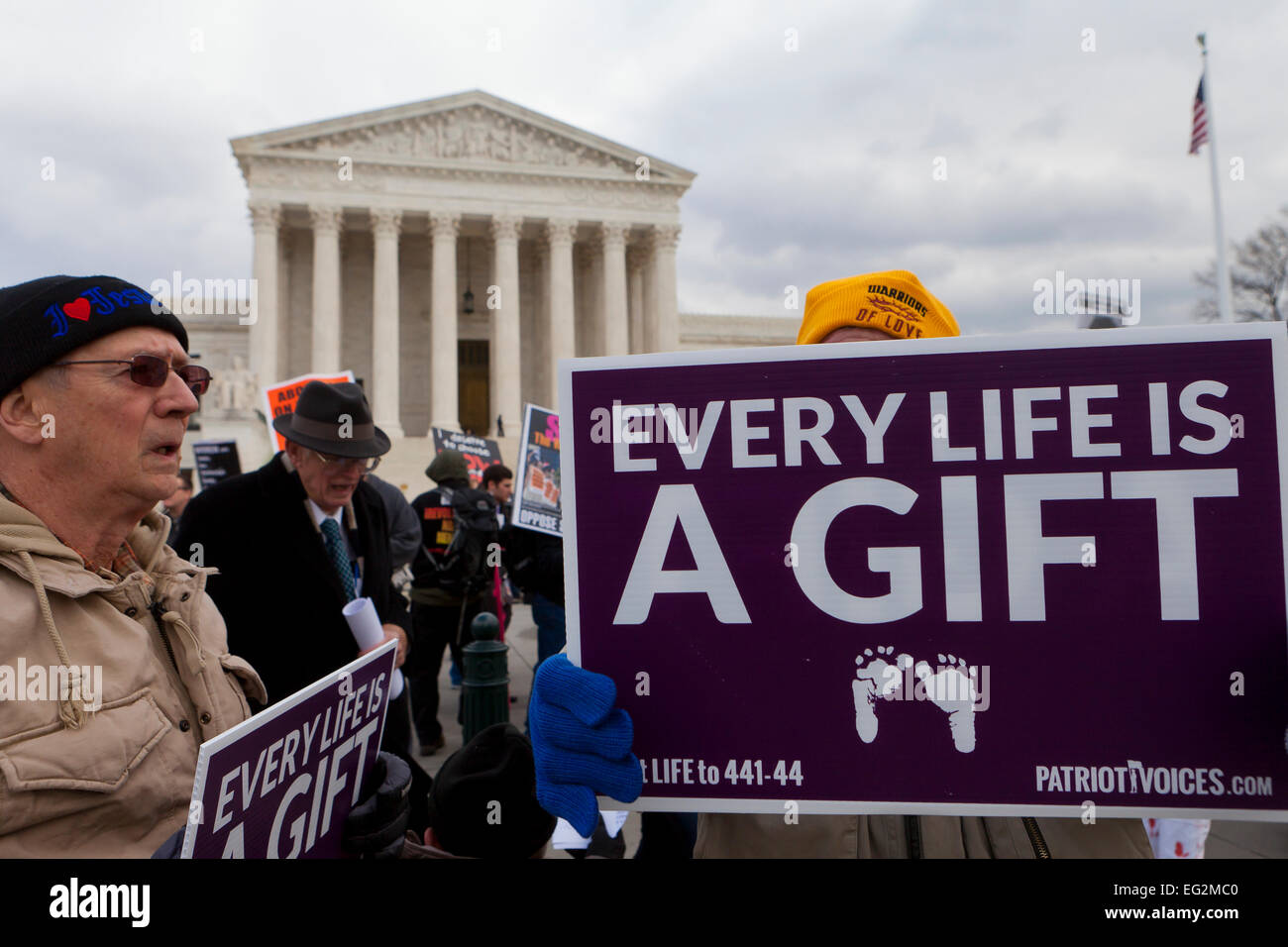 Washington DC, USA. 22nd Jan, 2015. Pro-Life supporters standing in front of the Supreme Court building - Stock Image