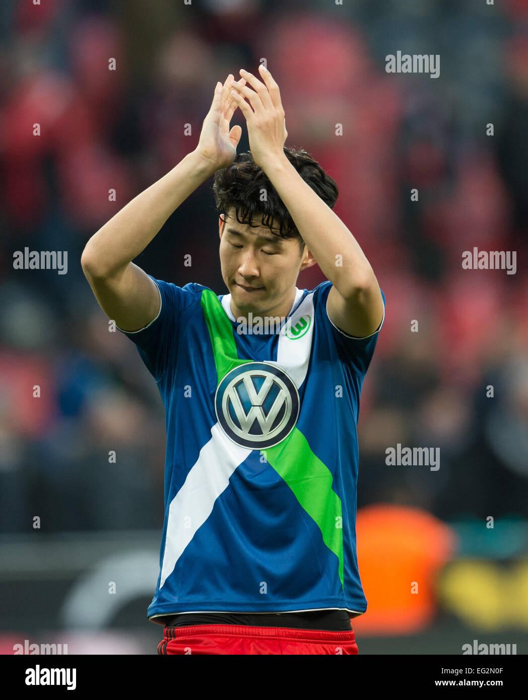 timeless design e79f0 41e1c Leverkusen's Heung-Min Son wears the jersey of Wolfsburg's ...