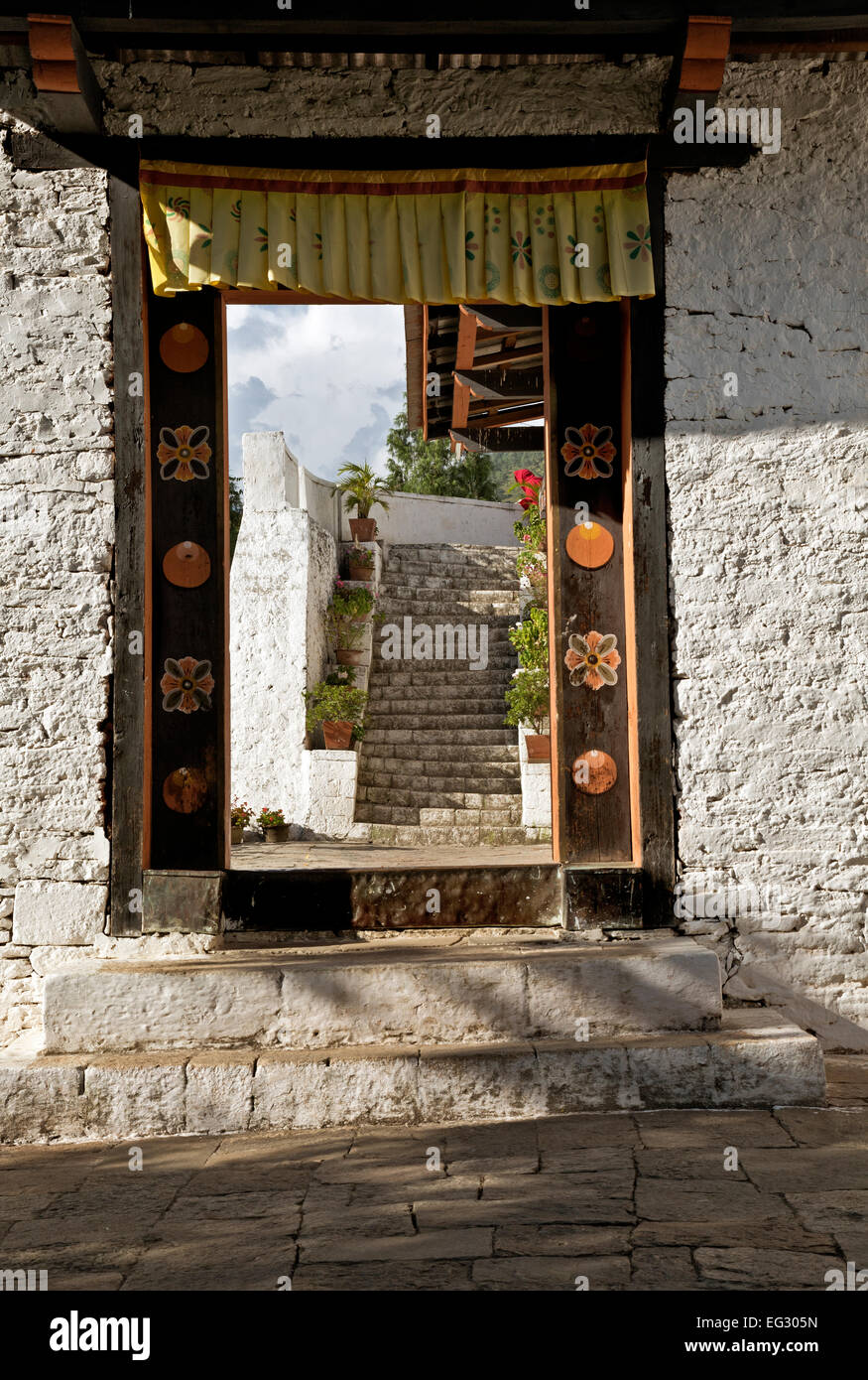 BU00118-00...BHUTAN - Doorway at the Punakha Dzong (government offices and monastery). - Stock Image