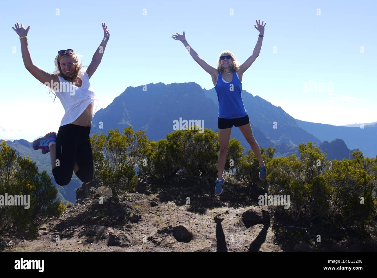Two happy backpackers in front of the Piton des Neiges, La Reunion - Stock Image