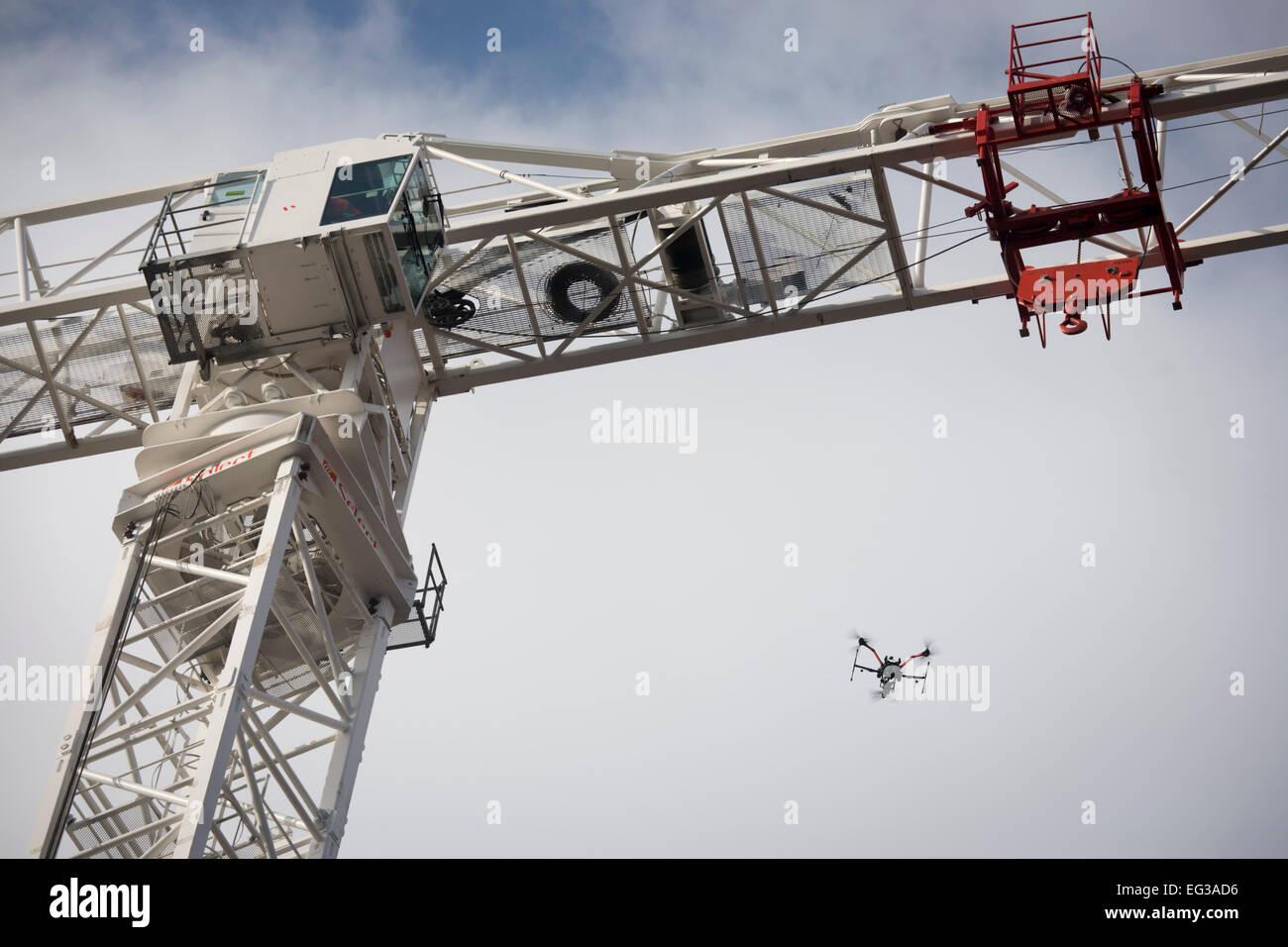 Workmen high on the jib of a crane that will construct the King's College Hospital helipad on Denmark Hill, - Stock Image