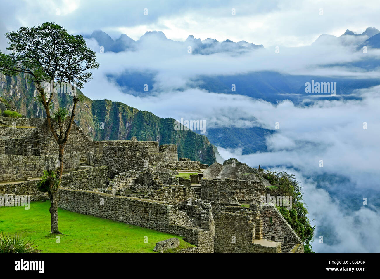 Low clouds over mountains, stone buildings, Machu Picchu Inca ruins, near Aguas Calientes, aka Machu Picchu Pueblo, - Stock Image