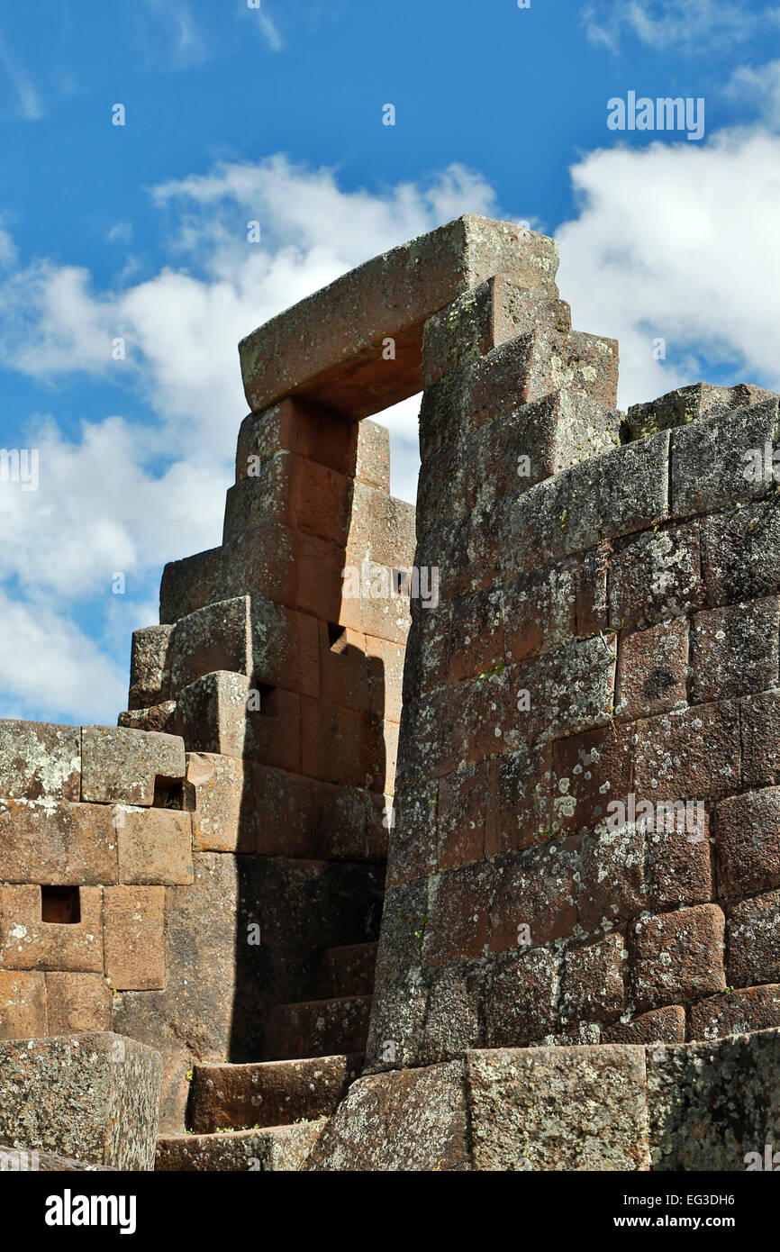 Trapezoidal door, Intihuatana Sector (religious and astronomical center), Pisac Inca ruins, Pisac, Cusco, Peru - Stock Image