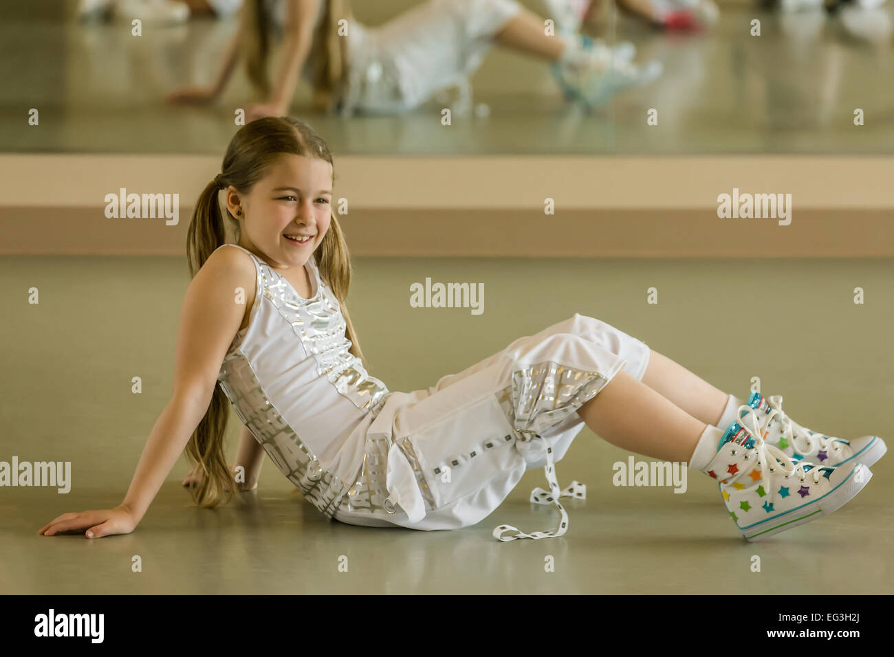Eight year old girl resting during Hip-hop dance lesson class - Stock Image