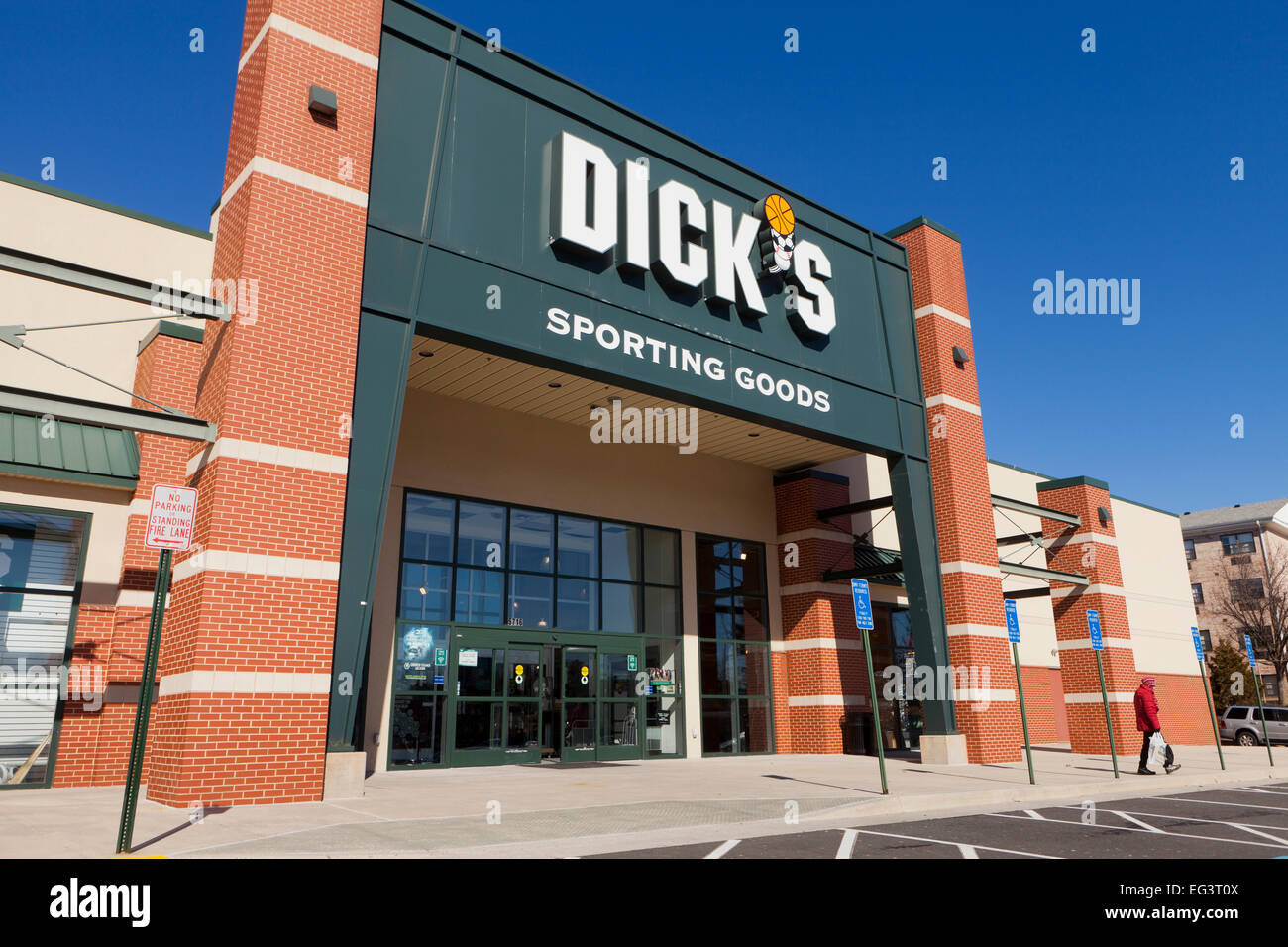 Dick's Sporting Goods storefront - USA - Stock Image