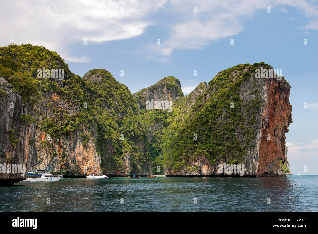 The coast of Koh Phi Phi Ley island in Thailand. - Stock Image